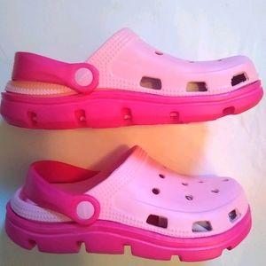 NWOT Big Kid girls Croc like sandals